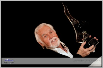 Keny Rogers (Unicas Fotos con el trofeo) en convencion de PPA en Phoenix