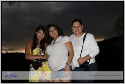 Modelo con mis dos Alumnas, Cecilia y Mayra Coronado